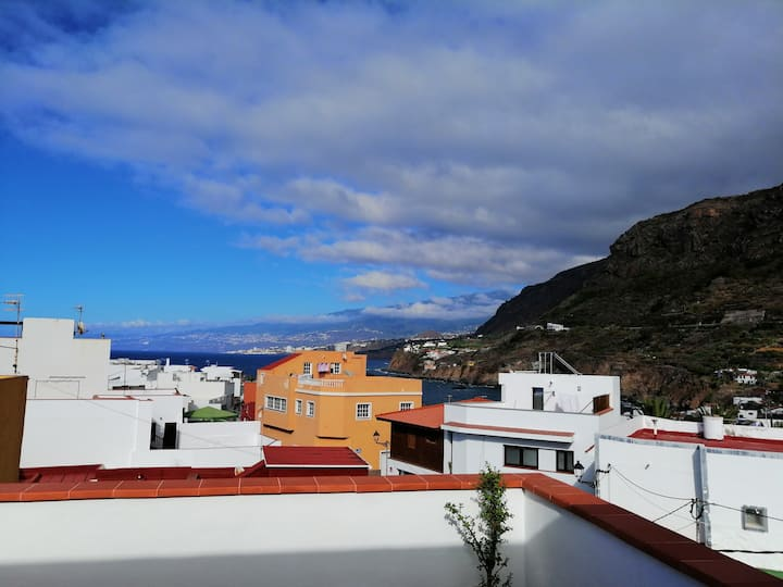 Confortable apto con gran terraza y vistas al mar