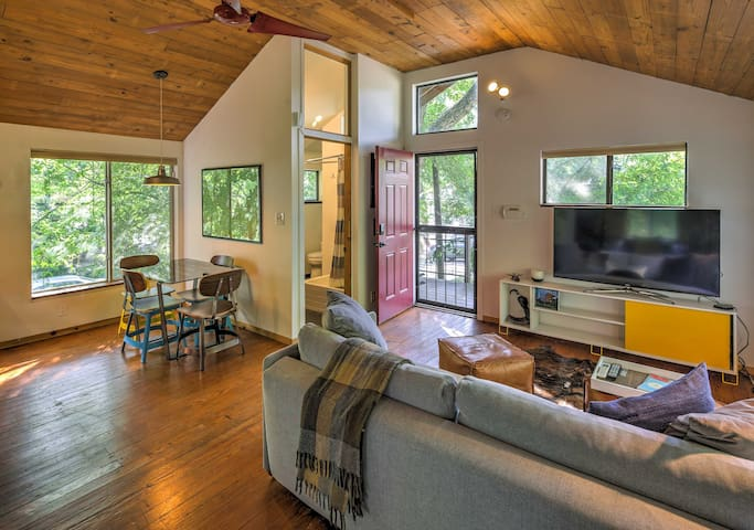 Chic Studio Bungalow in Trendy East Austin Area!