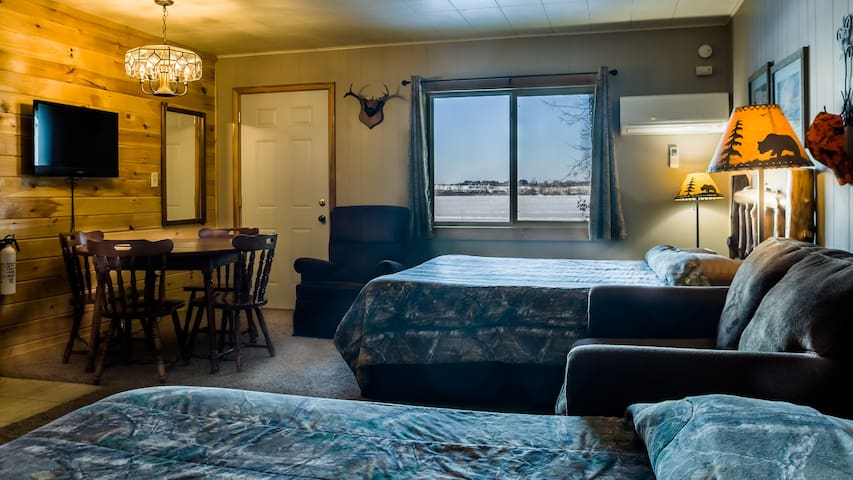 Room 11 - The Hunting Lodge - Curriers Lakeview Lodge