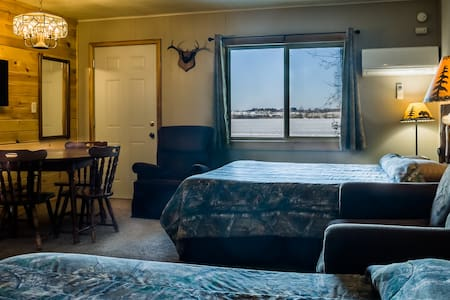Beautiful Lakeview Room with full kitchenette