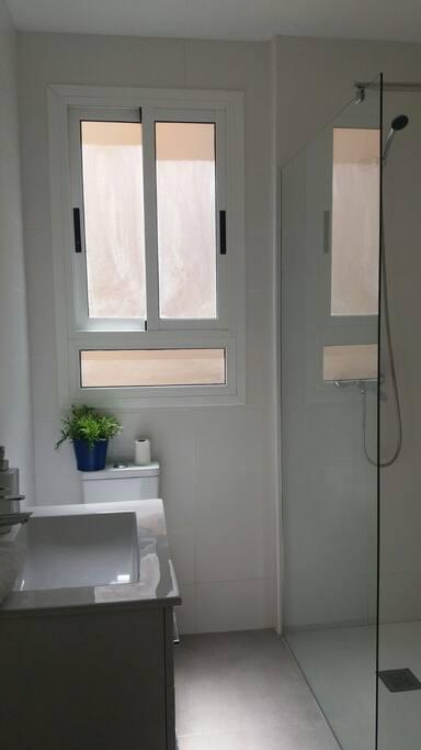 Baño privado (independiente de la habitación)