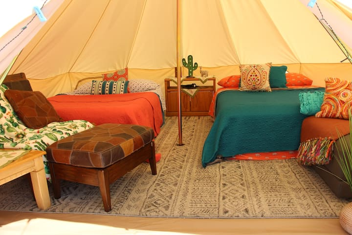 Backyard Bohemia Glamping -J Tree & Palm Springs