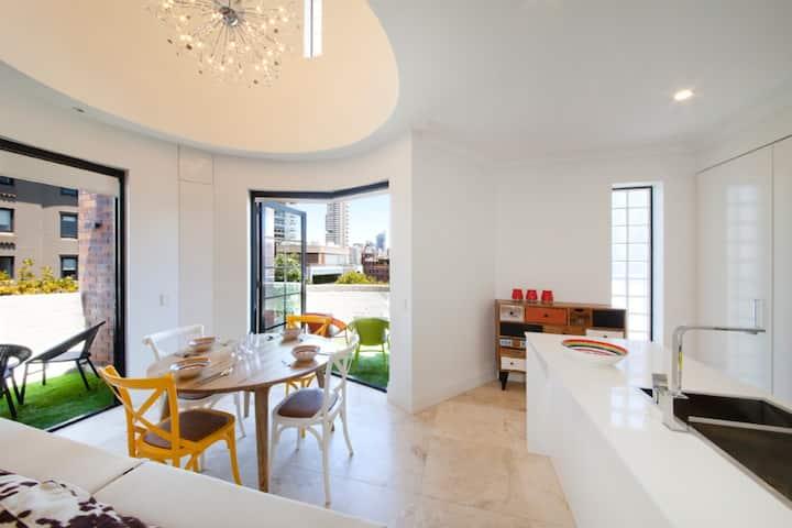 Designer Penthouse in Potts Point