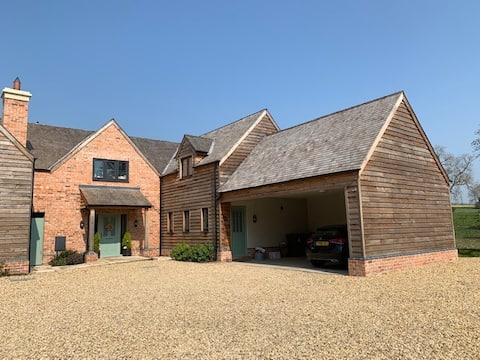 Stunning 4 Bedroom Country House - Sleeps up to 11