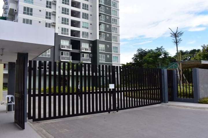 Secure condo - gated and 24/7 security