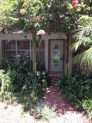 Orlando Bungalow 1/2 blk from Lake - Belle Isle - Casa
