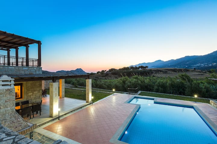 Villa Poseidon,Nestled in picturesque south! - Rethymno - Casa de camp