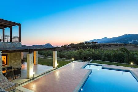 Villa Poseidon,Nestled in picturesque south! - Rethymno - Huvila