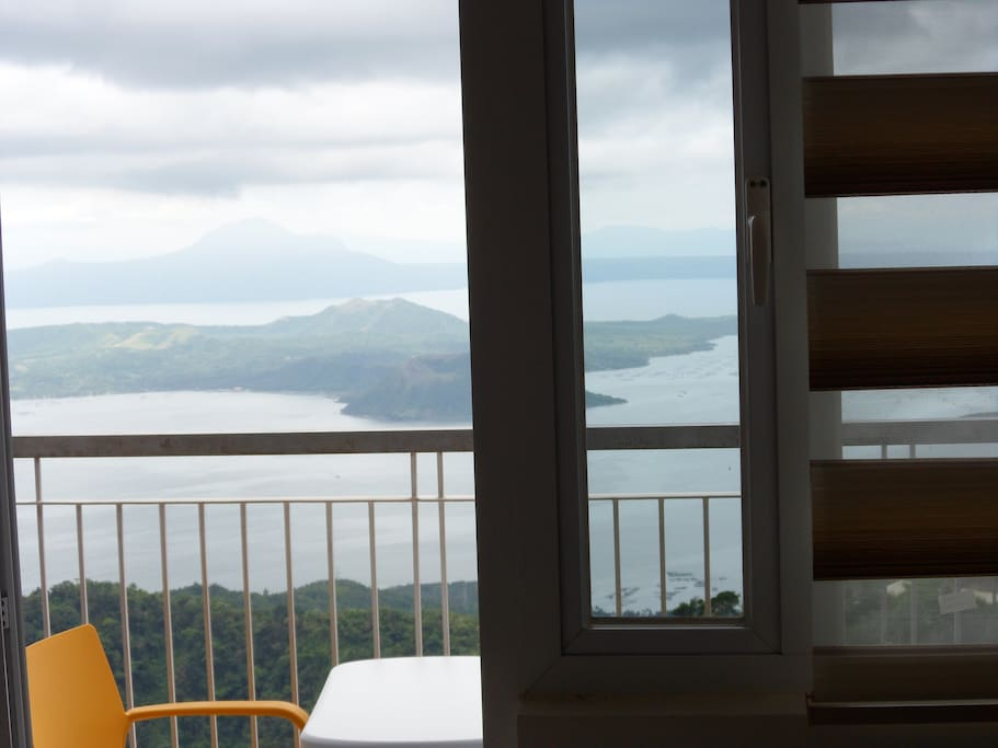 Situated on a top floor level this apartment provides direct views over Taal lake