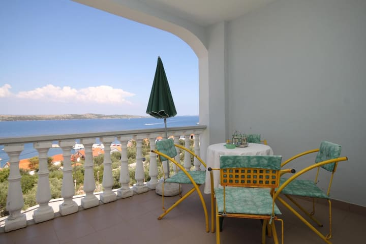 Two bedroom apartment with terrace and sea view Sali (Dugi otok) (A-8152-a)