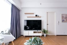 television set with cable tv & wifi
