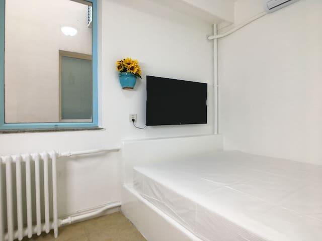 「地中海mini房」距海200米-楼下就是五四广场/奥帆中心/灯光秀-2号线地铁口200米