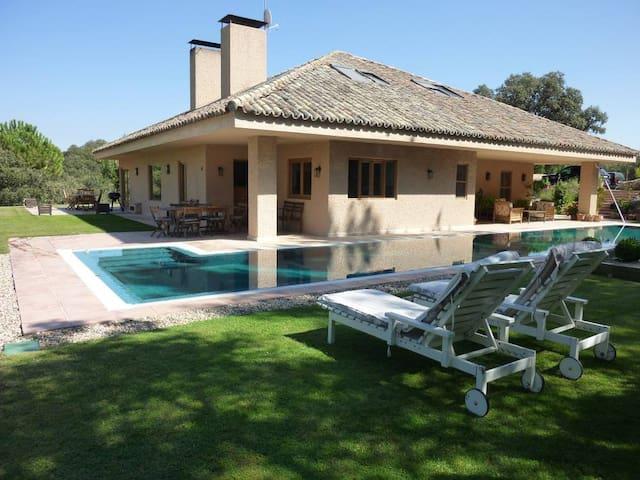 Las Siete Encinas - Sevilla la Nueva - Villa