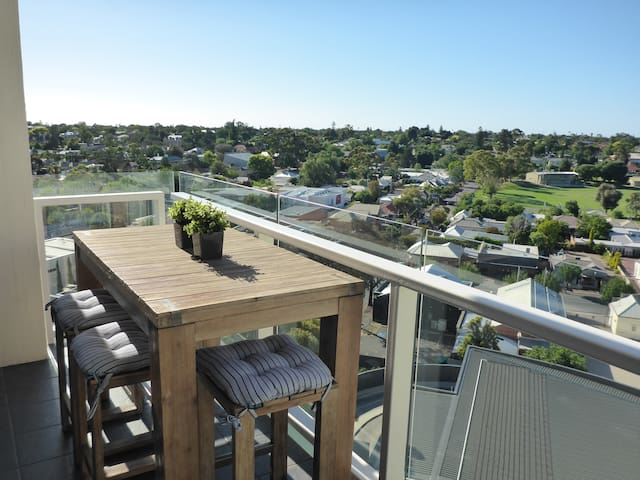 Luxury 2 Bed / 2 Bath Apartment - City Fringe - Walkerville - Leilighet