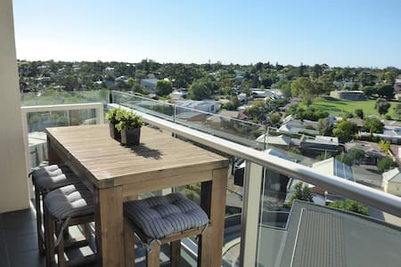 Luxury 2 Bed Apartment - City Fringe with Pool - Walkerville