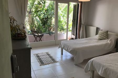 Villa Roca3. 150metres from Benirras Beach