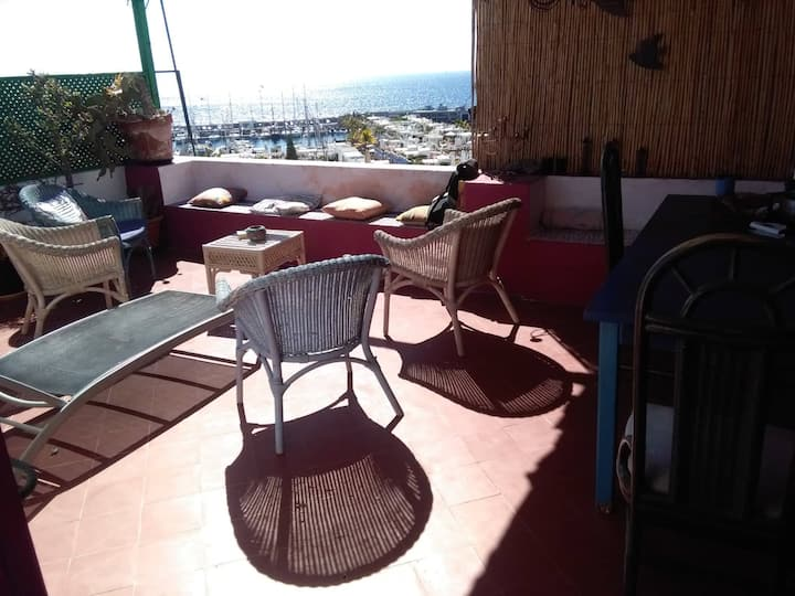 """Seafront Apartment with double room ensuite"""