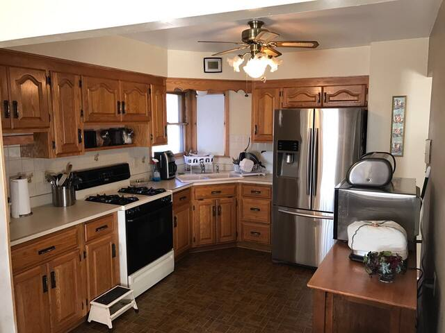 Ranch Home, calm neighborhood, handy location