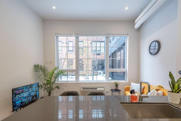 EXECUTIVE LOFT NEAR LOCKE ST 30% off NETFLIX & GYM