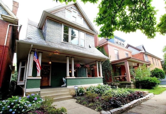 Victorian Home in the Short North Neighborhood - Columbus - Casa