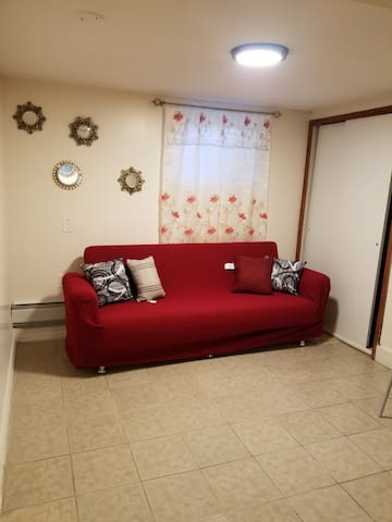 Cozy private Basement studio,15mins  from the city