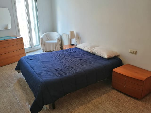 Lightfull and spacious room just beside Ramblas