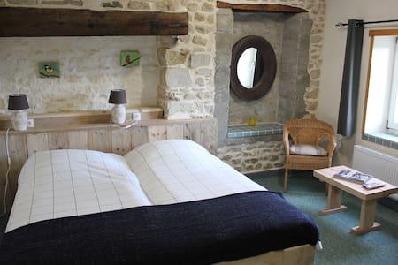 MAISON LE BARRAGE, Chambre du Valet - Saint-Gervais-d'Auvergne - Bed & Breakfast
