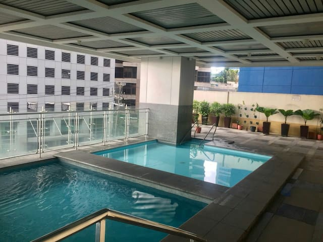 Condo- Swimming Pool -Gym - Tv - 2nd flr ADB Tower