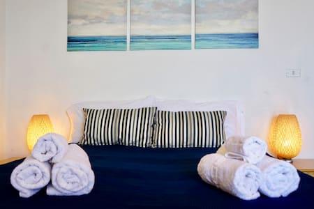 Cozy flat between sea and hills