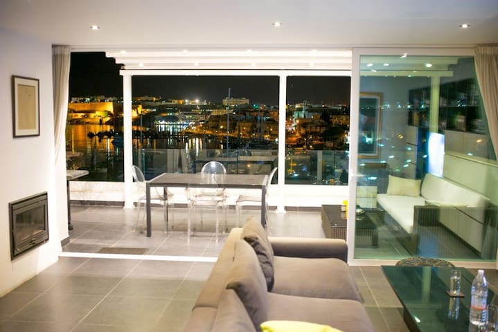 Stylish Penthouse Valletta views - Gzira  - Apartamento