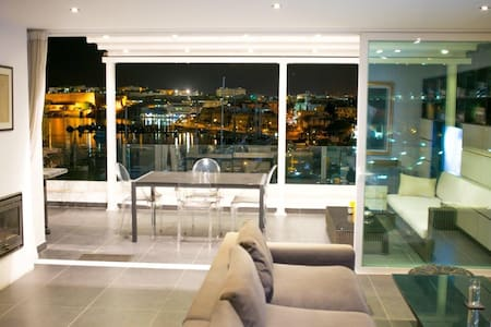 Stylish Penthouse Valletta views - Gzira