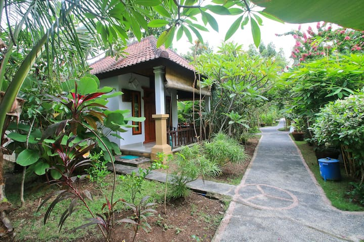 Amed Harmony Cafe and Bungalows 2 - Abang - Bed & Breakfast