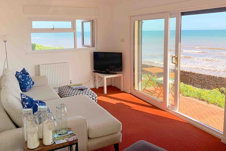 Red Rock Lodge-Large 2 Bedroom Sea Front Property