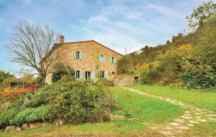Tipico casale tra ulivi e vigneti a 4 km da Todi