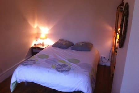 chambre calme, lumineuse,   proche du centre ville - Pamiers