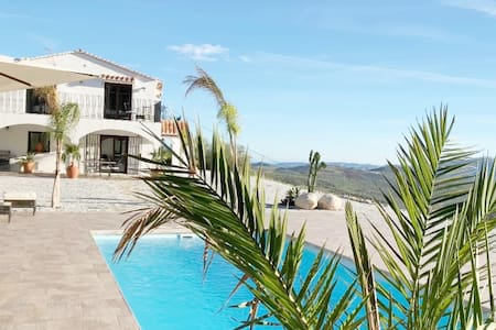 NEW LuxuryVilla with private pool & stunning views