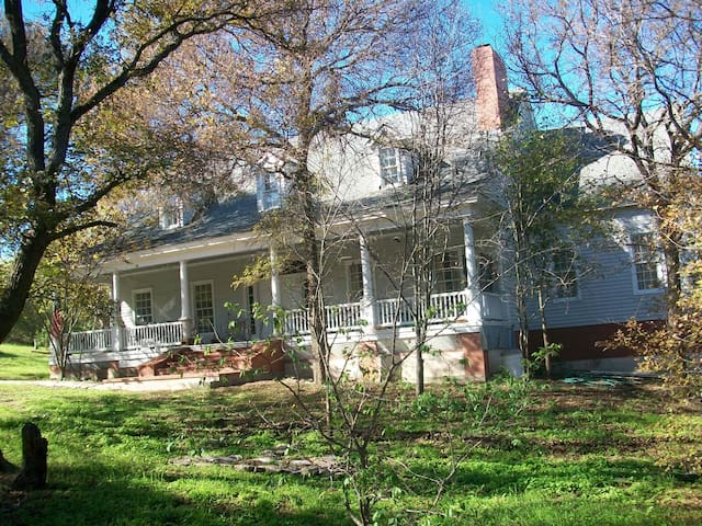 Southern Charm Privacy Manor - Hillsboro - House