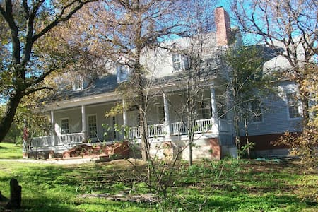 Southern Charm Privacy Manor - Hillsboro - Talo