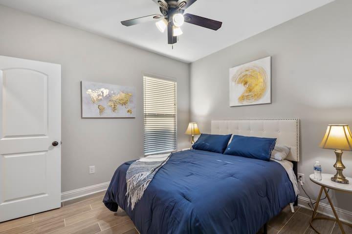 Bedroom 3: Queen with Walk-in closet