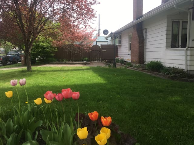 Its Bloomsday weekend in Spokane! (southerly view from sidewalk toward garden gate and parking area accessed from Florida St.)