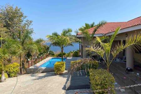 Moyos' Zambezi Lakeview Sun '6'
