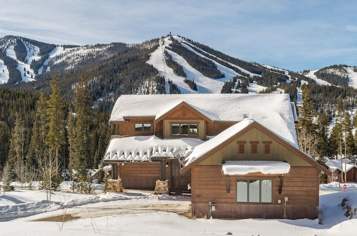 Stay at Lakota Reserve - Unbelievable Mountain Views, Pool Table, Six Bedrooms!