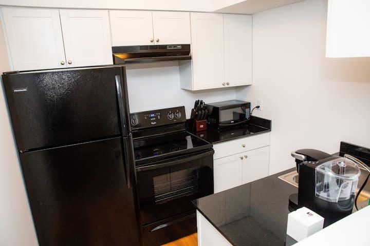 94-6|Brand new! Renovated 1-bedroom Unit