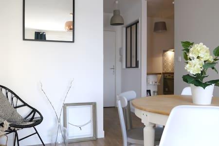 Beau T2 lumineux + place de Parking Bdx centre - Bordeaux - Huoneisto