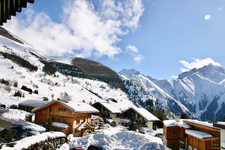 Modern Studio. Wifi. Glacier View. 1 min Ski Lift.