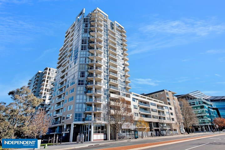 City Living with Water Views - Canberra - Apartament
