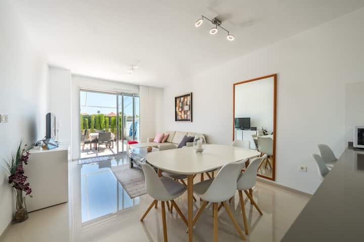 Fantastisk lägenhet i populära Varudi komplexet
