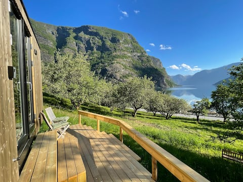 Tiny house in Flåm with rowing boat
