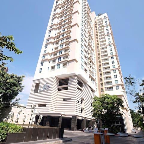 Private Condo @High floor/Prime area/BTS 3min
