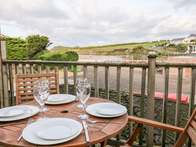 PORTH BEACH HOUSE, family friendly in Newquay, Ref 959314